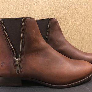 Frye Carly Zip Chelsea Boots  Size 7 Cognac NIB